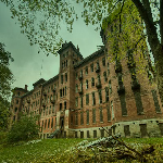 Escape From Haunted Sanatorium